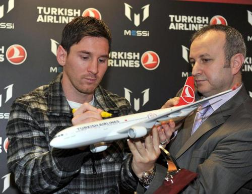 Lionel Messi promoting Turkish Airlines